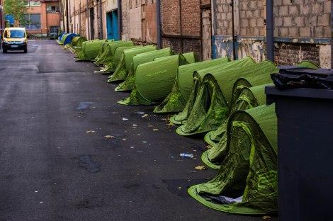 Les tentes où ont dormi les Rroms les premières nuits à la bourse du travail